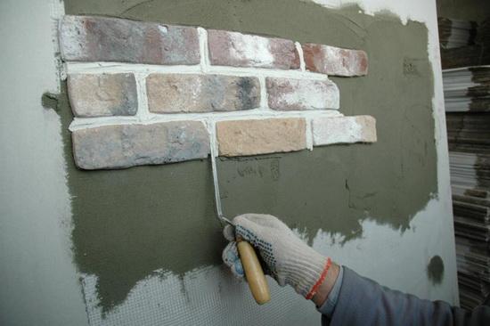 Отделка стен искусственным камнем 7