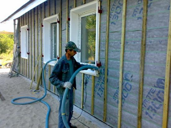 Утепление стен брусового дома снаружи эковатой 5