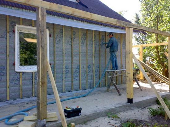 Утепление деревянного дома снаружи минеральной ватой 3