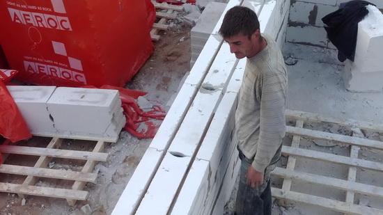 Правильное армирование газобетонных блоков при возведении двухэтажного дома 5