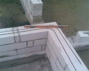 Правильное армирование газобетонных блоков при возведении двухэтажного дома 1