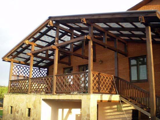 Как сделать крыльцо из поликарбоната к деревянному дому - фото 2