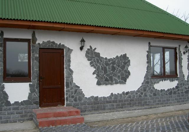 отделка фасада дома камнем и штукатуркой фото 12