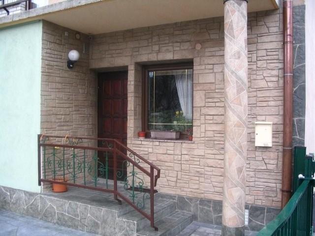 отделка фасада дома камнем и штукатуркой фото 6
