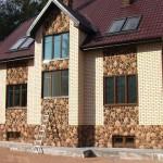 Отделка фасада дома панелями под камень – варианты и фото