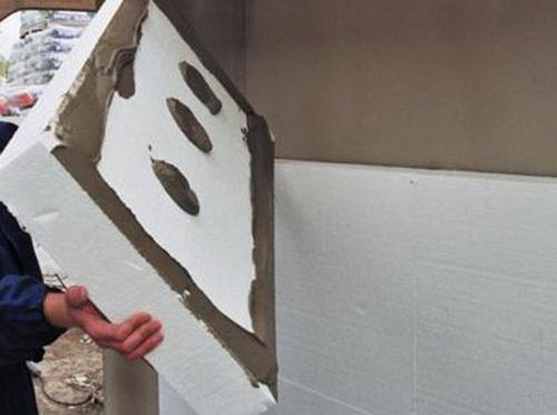 Монтаж пенопласта на фасад плита