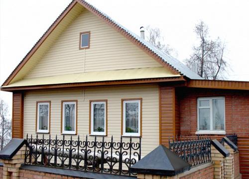 Отделка фасада частного дома панелями под кирпич фото цена