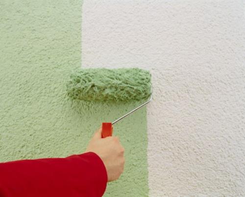 Покраска фасада дома валиком