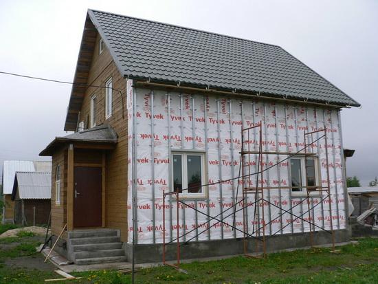 Отделка фасада частного дома короедом цена за работу