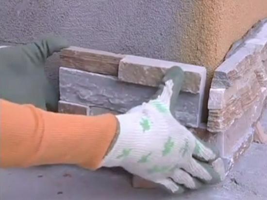 Отделка стен искусственным камнем цоколь