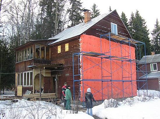 Как можно утеплять деревянный дом изнутри и снаружи 2