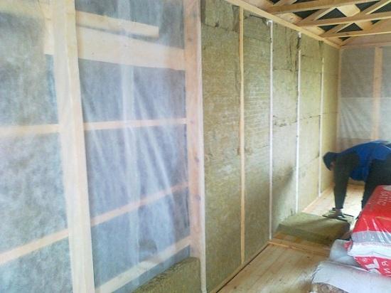 Способы утепления деревянных стен изнутри пенопластом 2