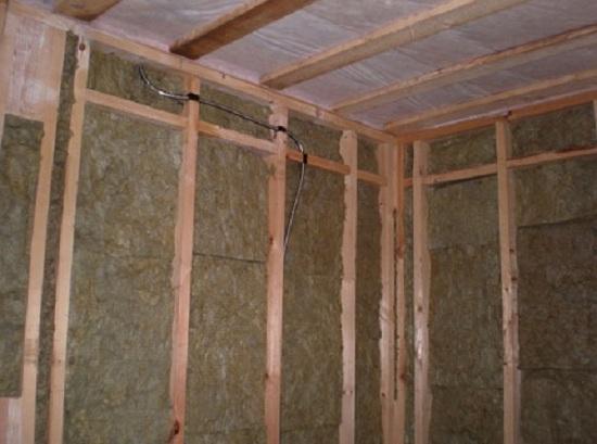 Утепление стен каркасного дома изнутри своими руками 2