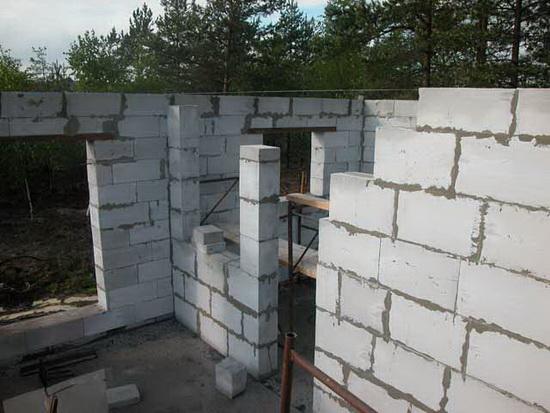 Правильное армирование газобетонных блоков при возведении двухэтажного дома 4