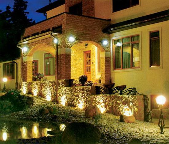 Прожекторы для наружного освещения - светодиодные варианты подсветки фасада 4