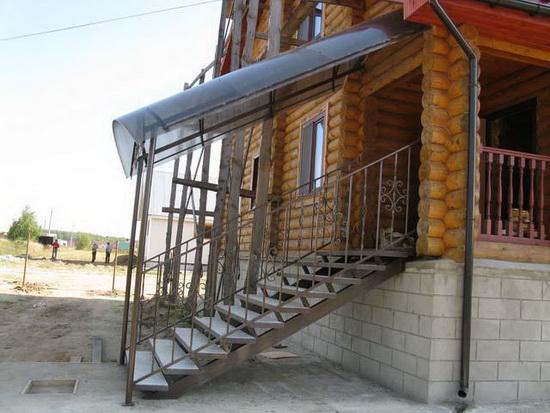 Как сделать крыльцо из поликарбоната к деревянному дому - фото 3