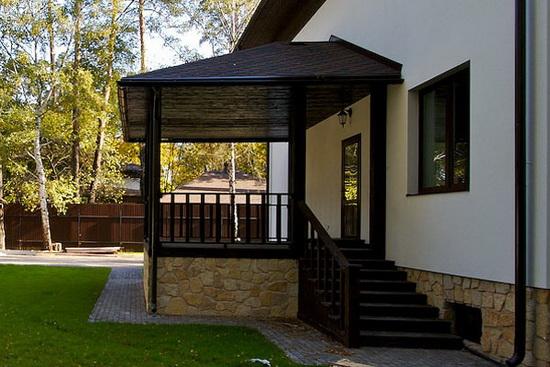Как сделать крыльцо из поликарбоната к деревянному дому - фото 4