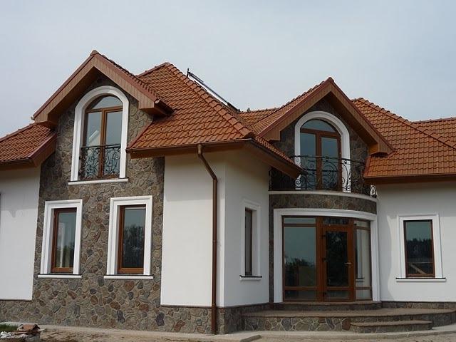 Отделка фасада дома камнем и штукатуркой