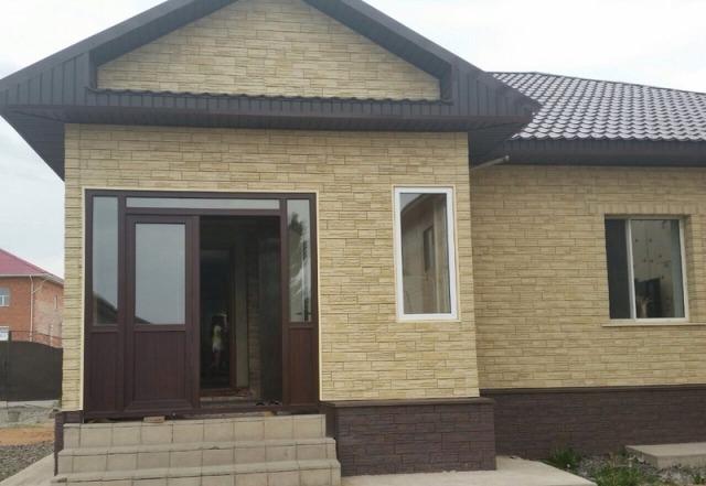 отделка фасада дома панелями под камень фото 12