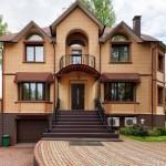 Красивые фасады кирпичных домов и коттеджей на фото