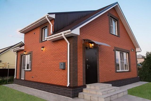 Красивые фасады кирпичных домов и коттеджей на фото 11
